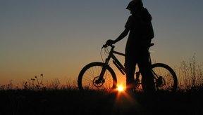 El ciclismo es una actividad aeróbica de bajo impacto, pero puede ser muy dolorosa si padeces artritis en la rodilla.