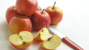 El proceso de oxidación enzimática hace que la pulpa fresca de las manzanas desarrolle manchas de color marrón.