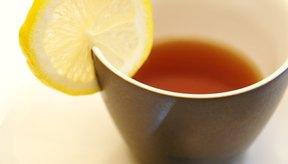 El té con limón y miel es un remedio clásico para el dolor de garganta.