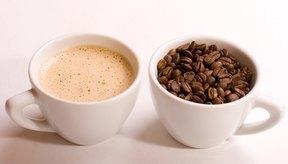 Agregar leche al café puede ayudar a incrementar la absorción del calcio.