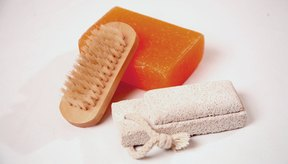 Cuidar tu piel puede ayudar a eliminar los callos.