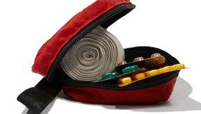 Los entrenadores deportivos son usualmente socorristas de primeros auxilios para los deportistas lesionados.