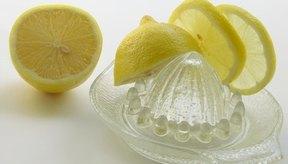 El jugo de limón puede ayudar a aliviar el cuero cabelludo seco y con picazón.