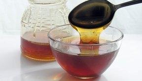La miel puede ayudar a suprimir la tos y aliviar el dolor de garganta.