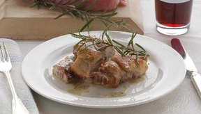 La carne de conejos jóvenes a menudo se sirve como filetes.