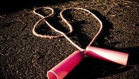 Saltar la cuerda es una adición económica a tu régimen de perdida de peso.