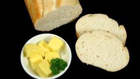 El pan blanco ha sido procesado y es una opción menos saludable que el pan integral.