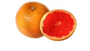 El pomelo contiene una gran cantidad de vitamina C, carotenoides y fibra pectina.