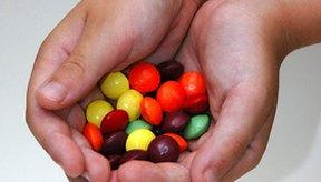 El azúcar conduce a la formación de caries y puede desencadenar dolor de muelas.