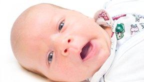 La piel de un recién nacido con frecuencia se descama pocos días después del nacimiento.