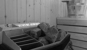 Las saunas tradicionales tienen un montículo de rocas calientes, que puedes mojar con agua para crear un poco de vapor.