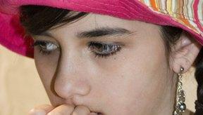 Morderse las uñas pueden causar infecciones de uñas y cutículas.