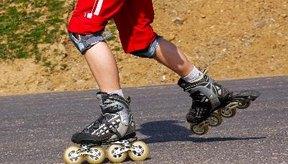 El patinaje en línea es un ejercicio diferente al patinaje de cuatro ruedas.