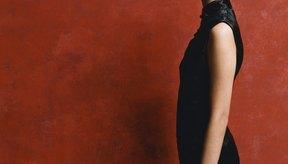 Los tops y vestidos con escotes altos quedan bien en tipos de cuerpo rectos.