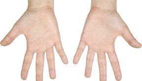 Abrir las manos lo más que puedas es una manera de fortalecer los músculos extensores.
