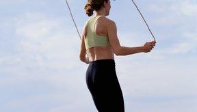 Se utilizan distintos patrones al saltar la cuerda para agregar variedad.