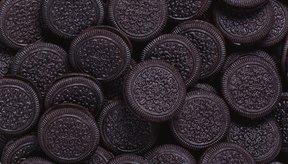 Las galletitas Oreo se hacen con un relleno de crema y dos obleas circulares de chocolate.