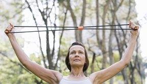 Utiliza bandas o cables de ejercicio para fortalecer los músculos de los codos.