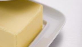 Las grasas como la mantequilla añaden sabor a los alimentos pero deben ser usadas con moderación.