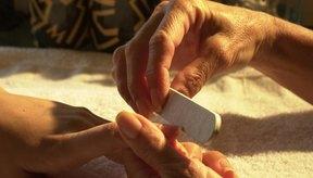Las células cutáneas crecen y fortalecen las uñas después de recibir una manicura.