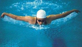 Nadar regularmente te puede ayudar a perder los kilos extra.