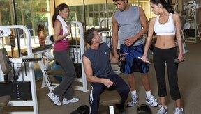 Realiza el ejercicio con poco peso hasta que domines la posición. Esto evitará lesiones.