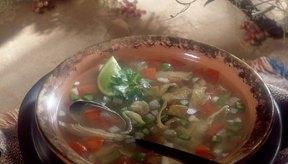 Esta sopa contiene brócoli, el cual aporta ácido fólico que ayuda a prevenir algunos defectos de nacimiento.