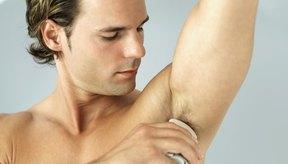 El anti-transpirante previene el sudor que causa olor.