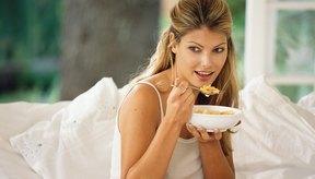 Comer tarde por la noche aumenta tu hambre por la mañana siguiente.