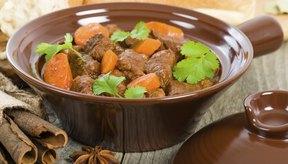 Agrega ingredientes de los principales grupos de comida para hacer un alimento balanceado.