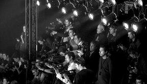 Los fotógrafos están listos para capturar las imágenes de pasarela durante la Semana de la Moda en Estambul.