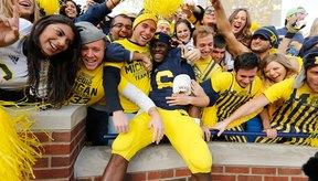 El fútbol americano colegial se encuentra entre los deportes estadounidenses más importantes con multitudes entusiastas en 2013.