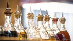 Escoge un vinagre aromático para tu aderezo.