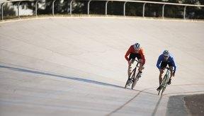 Un chamois es un short de ciclismo ajustado que coloca un gel o un cojín de espuma debajo de los puntos de contacto entre el ciclista y el asiento de la bicicleta.