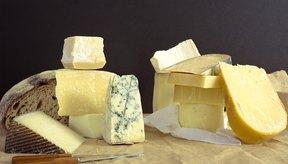 El queso es una fuente rica de lactosa.