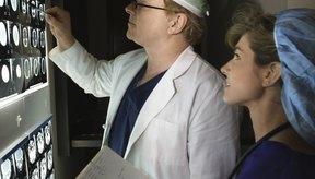 Las resonancias también pueden detectar cambios en los tejidos blandos relacionados con la artritis en la rodilla que no aparecen en las radiografías.