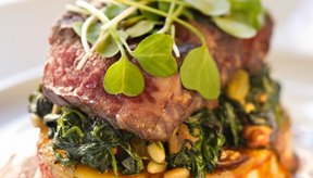 La carne de vaca, la espinaca y otras comidas de tu dieta proporcionan vitaminas B.
