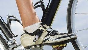 Ata tus calapies de bicicleta para asegurar que tus pies no se caen mientras andas en bicicleta.