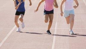 Los niños y niñas corren las carreras de 100, 200 y 400 metros.