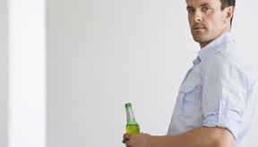 Beber cerveza y otras bebidas alcohólicas puede aumentar tus niveles de triglicéridos.