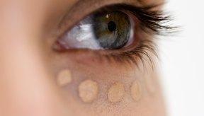 El corrector esconderá los círculos oscuros debajo de los ojos, y las imperfecciones.
