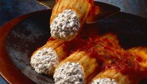 Rellena los fideos integrales con queso requesón.