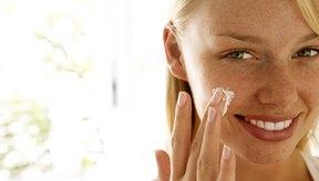 El retinol en cosméticos se utiliza para una piel más sana.