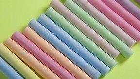 Puedes usar tiza para darle color a tu cabello, procura usar los colores de tu escuela.
