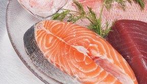 El salmón es una fuente de proteína de alta calidad y contiene ácidos grasos omega 3.
