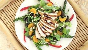 Comer proteína como parte de una dieta saludable.