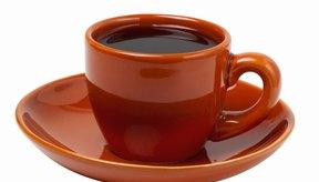 La cafeína en el café puede causar gases, ya que aumenta la secreción de ácido estomacal.