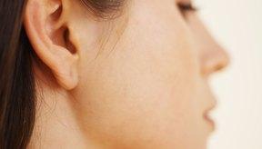 Los conos para la limpieza de oídos están disponibles para su compra, pero es menos costoso hacerlos en casa.