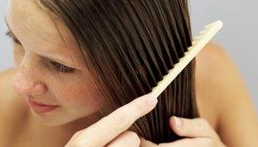 Un poco de crema para manos puede ser una gran ayuda para tu cabello.