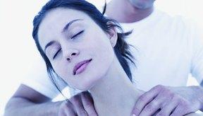 Un masaje sensual es una gran manera de mejorar la unión de pareja.